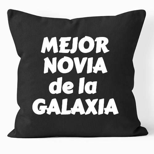 https://www.positivos.com/163571-thickbox/cojin-negro-mejor-novia-de-la-galaxia.jpg