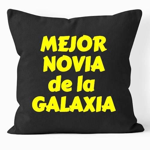 https://www.positivos.com/163574-thickbox/cojin-mejor-novia-de-la-galaxia-oscuro.jpg