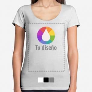 Camiseta con escote personalizada