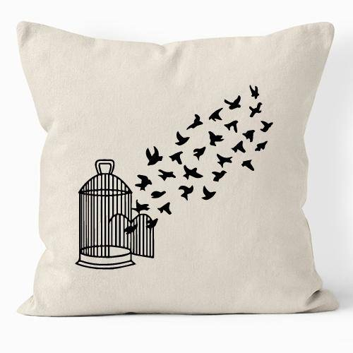 Pájaros en libertad