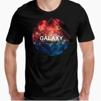 https://www.positivos.com/83406-thickbox/camiseta-chico-negra-galaxy.jpg